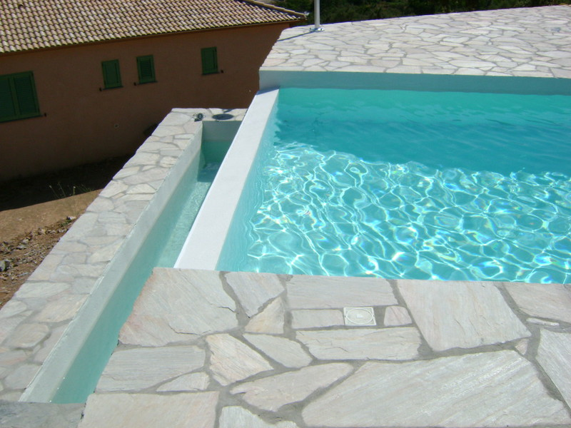4 corse piscines concept constructeur de piscine for Constructeur de piscine en beton