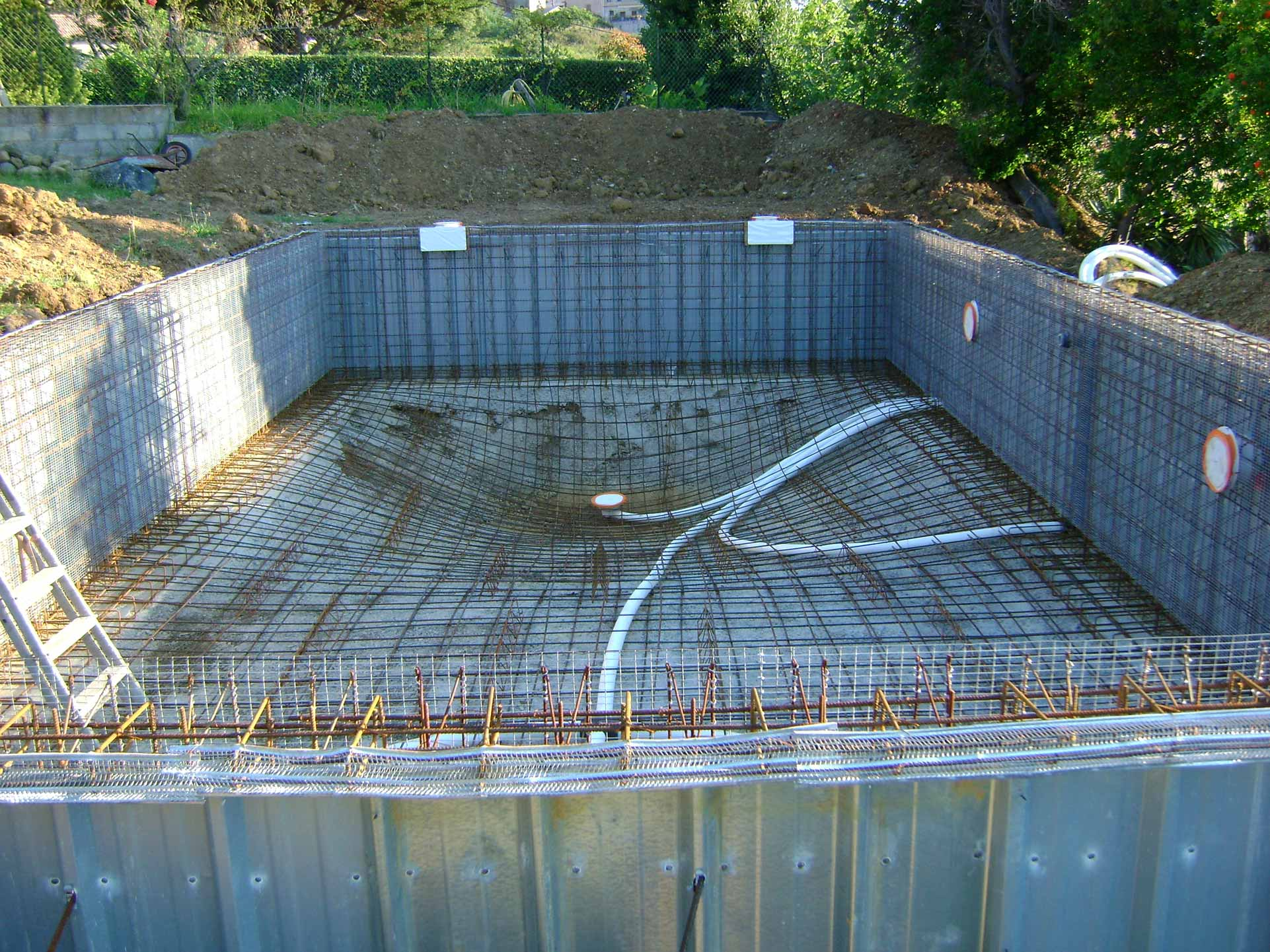 Piscines b ton corse corse piscines concept for Constructeur de piscine en beton
